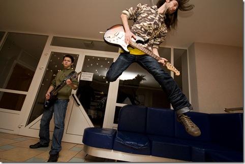 прыжок с гитарой
