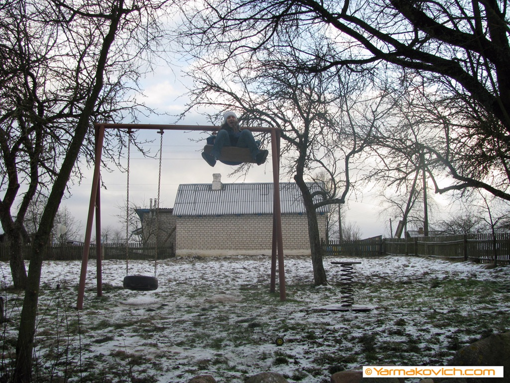 Снежинка на качелях
