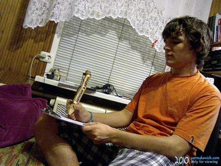 Дима Ярмакович занят процессом написания черновика очередной записи в блог