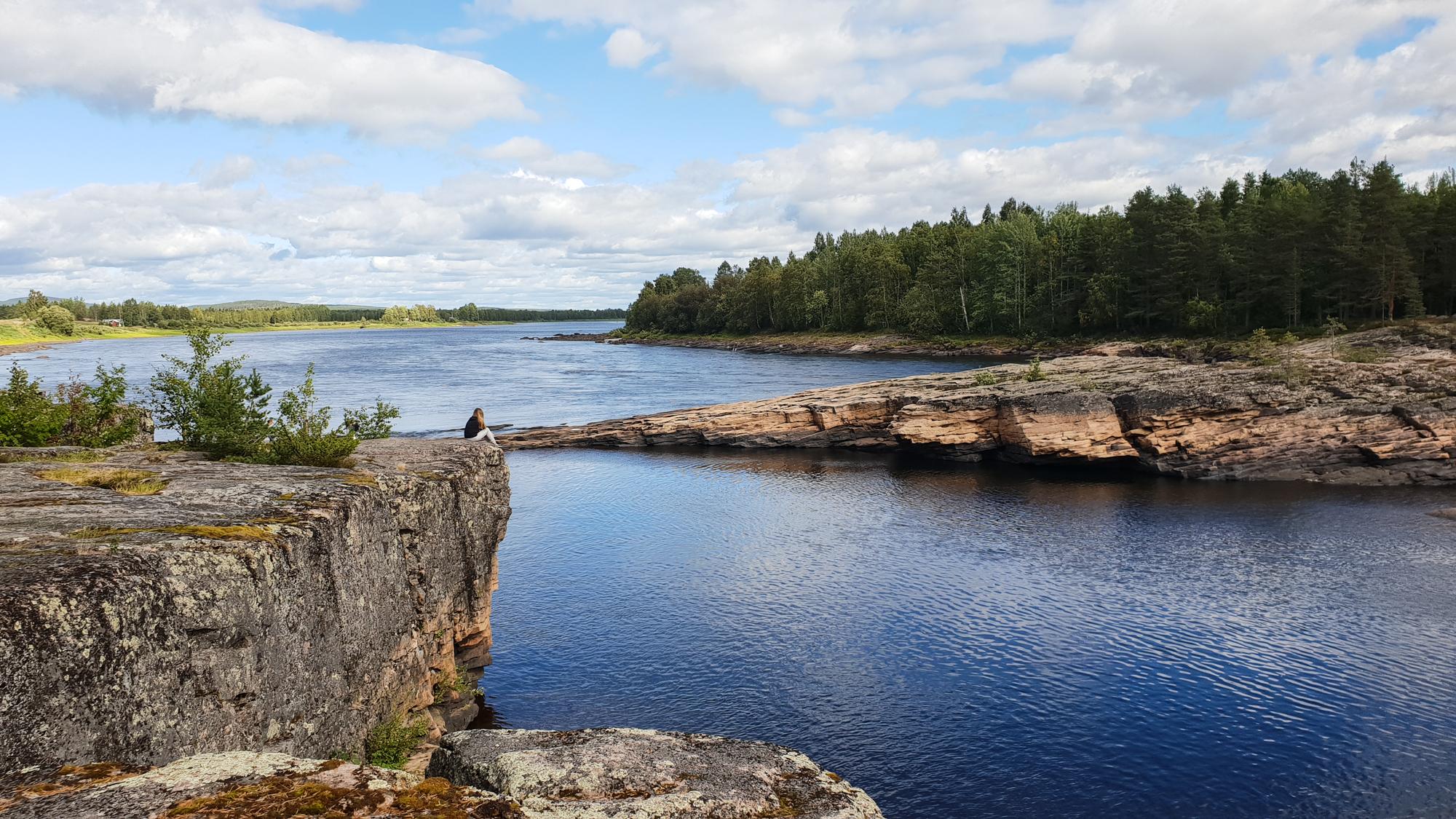 на берегу шведской реки