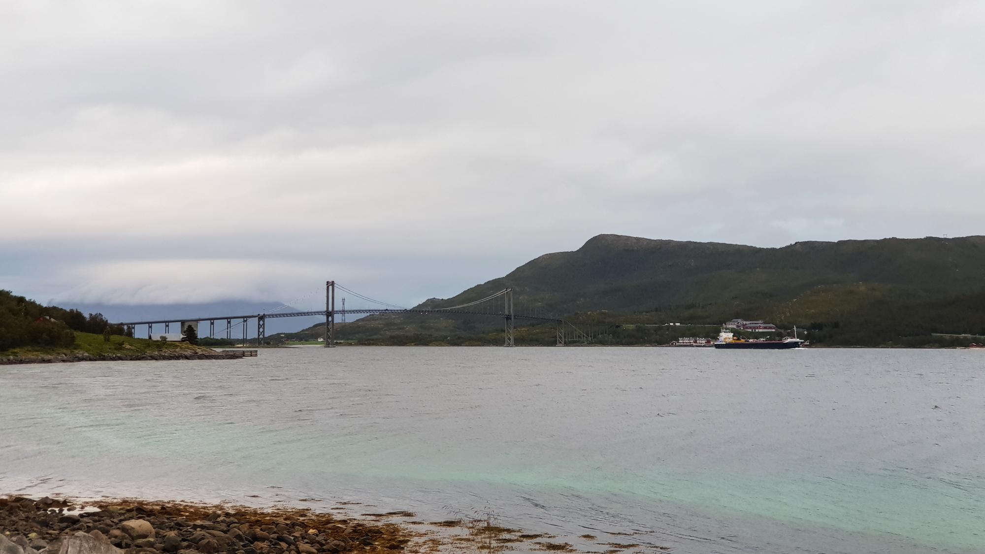 мост на фьорде